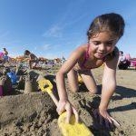 sandburgen am strand von jesolo cavallino