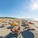 spiaggia con lettini jesolo cavallino treporti